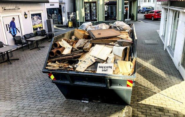 Hva skjulte seg i denne konteineren? Da loftet på «Chic-gården» ble ryddet, ble trykksaker fra Kragerø Blad og Naper Boktrykkeri kastet.