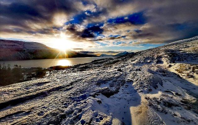 Nydelige naturopplevelser og sola er lavt på himmelen ennå.