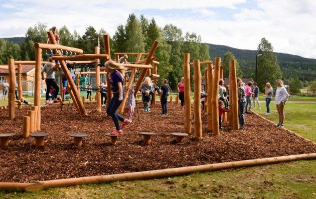 Nes skole har fått flunkende ny motorikkbane til skolestart 2017.