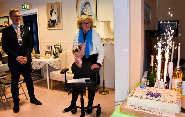Nesten tvillinger: – Erik Unaas og jeg er nesten tvillinger, født på samme dag, kommenterte Unni Kvisler da 60-åringene be markert på Fossum gård. Unaas er født i Drøbak, Kvisler i Sarpsborg.