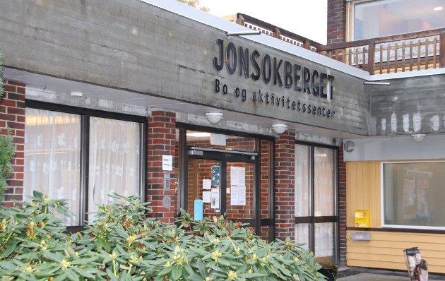 SKRYT: To sønner skryter av behandlingen faren fikk da han ble pasient på rehabiliteringsavdelingen på Jonsokberget på Jørpeland.