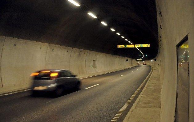 RÅKJØRING: Mange bilister tråkker gasspedalen i bånn i Frodeåstunnelen, skriver Jan K. Akerholt.