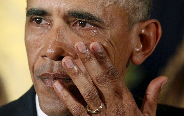 President Barack Obama tørket sine salte tårer i sin tale om amerikanske barn som er blitt drept i skytetragedier.