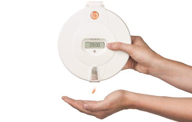 Pilly SMS er en automatisk medisindosett som innstilles til å varsle når medisinen skal tas. Den er utviklet hos Dignio på Kråkerøy, og er et eksempel på den velferdsteknologien Monica Carmen Gåsvatn vil ha mer av i norsk eldreomsorg.