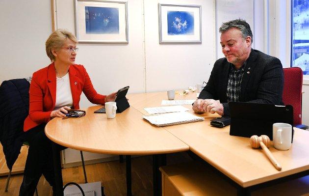 TENKETANK: Sp-ordførerne Eldri Siem i Sel og Bjarne E. Holø i Lom bør etablere en tenketank for framtidig Sp-politikk. Foto: Bjørn Brandt