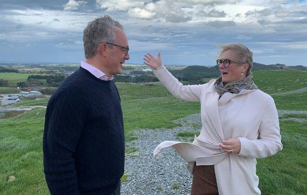 Tone Grindland, regiondirektør i NHO Rogaland og Øystein Eriksen Søreide gir uttrykk for sine meninger rundt Kalberg-utbyggingen.