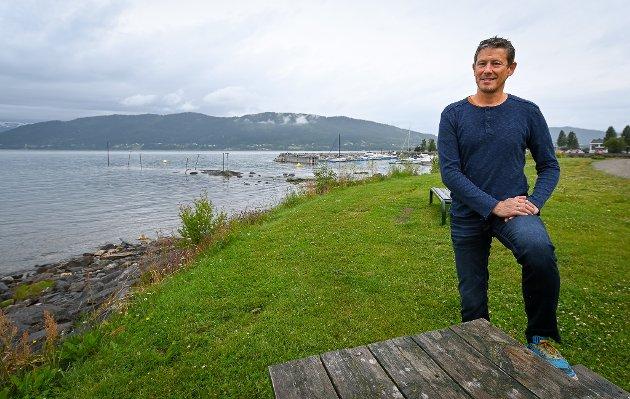 Leserbrevskribenten mener Helgeland Reiselivs Torbjørn Tråslett er en modig mann med vidsyn.