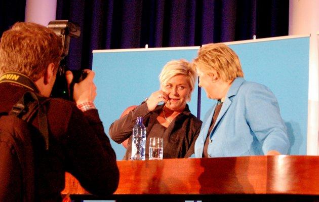 Siv Jensen (Frp) og Erna Solberg (H) presenterer plattform for ny borgerlig regjering på Sundvolden Hotel i 2013.