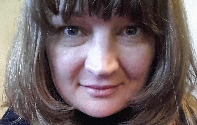 Maria Langsholdt skriver om kvinner som lar seg hjernevaske i menigheter.