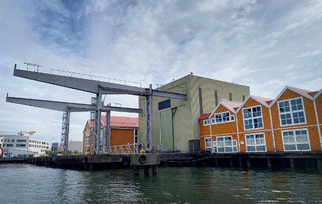 IKKE BRA: Hvorfor ødelegges muligheter til å skape gode byrom, fellesarenaer og ny virksomhet, både av kulturell og næringsmessig art, spør Øyvind Løken etter å ha sett planene for området nord for disse Scanrope-bygningene.