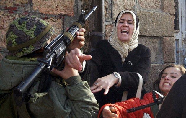 Palestinerne har mye sympati blant verdens folk, men lite eller ingen konkret støtte fra verdens stater. Håpløs situasjon for palestinerne! konstaterer Rolf Seljelid. Bildet er tatt på Vestbredden i 2005.