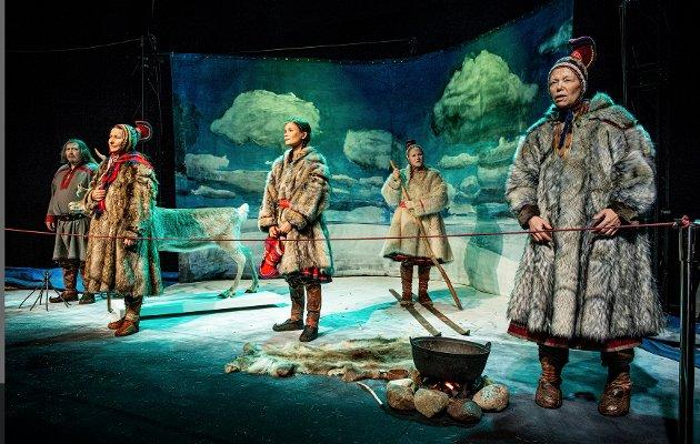 VIKTIG OG KOMPLISERT: Forestillingen Human Zoo handler om en viktig og komplisert del av historien, men som teater fungerer ikke dette godt. Foto: Per Heimly