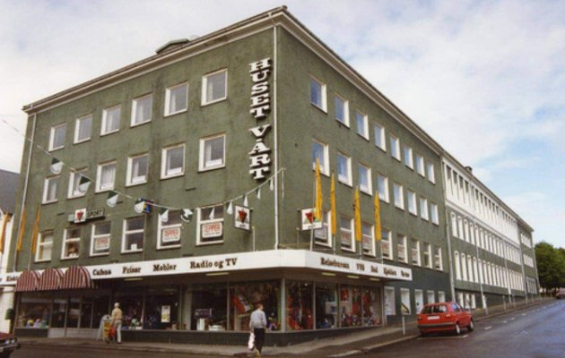 Huset Vårt. Slik så fasaden ut da bygget var et kjøpesenter på 70 og 80-tallet.
