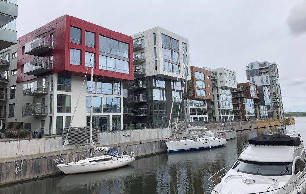 - IDENTITETSLØS: Over hele byen popper det opp en identitetsløs blokkbebyggelse som på langt nær tilfører Tønsberg urban variasjon og arkitektonisk mangfold, mener forfatteren.