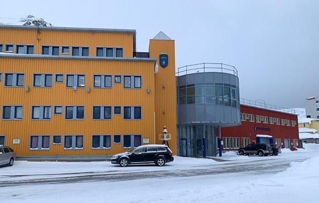 IKKE LENGER REGIONKONTOR: Kystverkets nordligste avdeling holder hus i romslige lokaler midt i sentrum av Honningsvåg. Fram til årsskiftet var dette regionkontor for Troms og Finnmark.