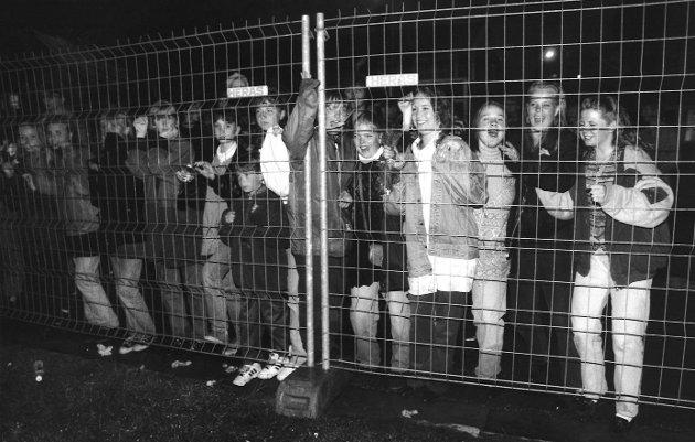 Hylende fans forsøkte å komme i kontakt med sitt store idol som spilte konsert på Kanalshowet i 1993: Dr. Alban (svensk artist).