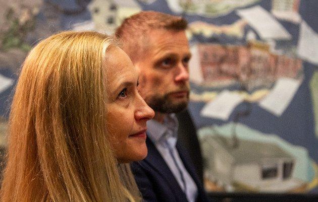 Styreleder Renate Larsen her med helse- og omsorgsminister Bent Høie ved sin side. Arkivfoto.