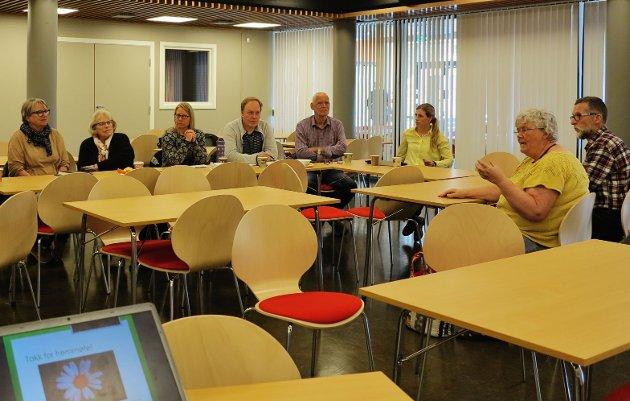 Noen av møtedeltakere under diskusjonen etter foredragene.
