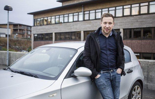 Nh-redaktør Trond Roger Nydal pendlar dagleg Eidsvåg - Knarvik og må snart passere to nye bomringar dagleg. I denne kommentaren skriv redaktøren at han vurderer å pensjonere sin kjære BMW 1-serie til fordel for elbil når bompengane blir ein realitet.