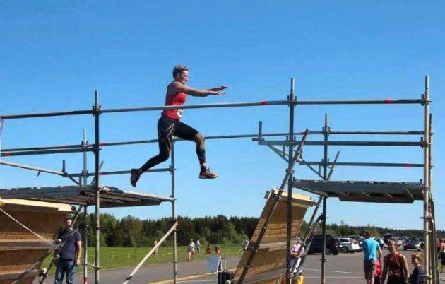 Janka Ekrem Holstad har deltatt i flere terrenghinderløp.