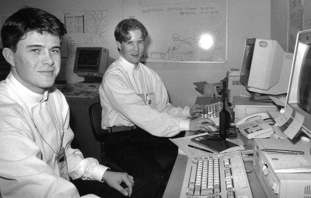 Jacob Jorstad fra Gran og Bjørn Kristian Bergli fra Jaren jobber på IBM brukerstøtte i hovedpressesenteret på Storhove under OL og trives utmerket.