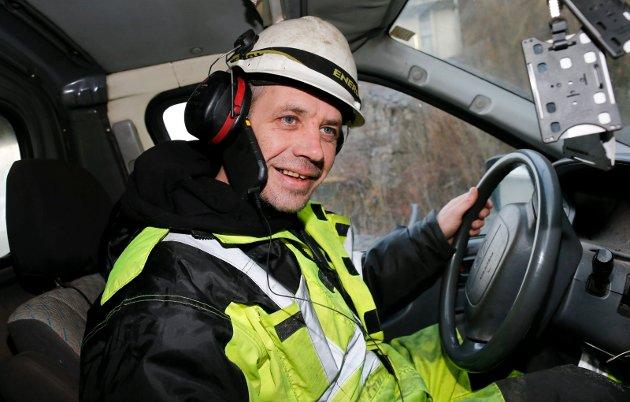 I VINDEN: Skytebasen og entreprenøren Leif Einar «Lothepus» Lothe driver med tunneldriving, moloer, sprenging og gråsteinsmuring. Men etter at han ble landskjent gjennom TV-programmet «Kjendis-Farmen» tilbringer oddingen det meste av tiden i telefonen. FOTO: ALF-ROBERT SOMMERBAKK