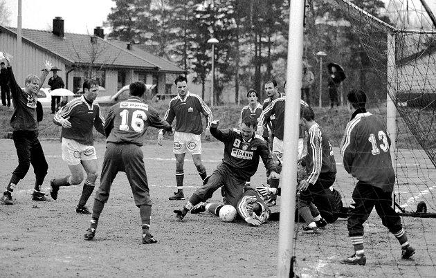Fotballkamp: Rakkestad IF mot Sparta 2. påskedag 2000. Kenneth Engen, Lars-Erik Kultorp, Carl Espen Sikkeland, Kenneth Veiby.
