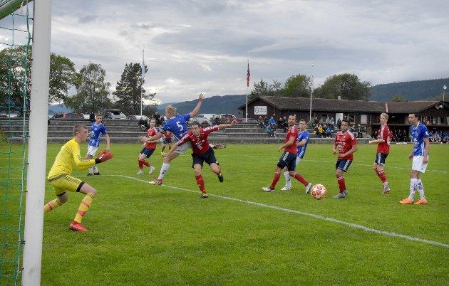 Mange mål og enda flere sjanser da Surnadal og KFK spilte kamp i 4. divisjonsfotballen på Syltøran fredag kveld.