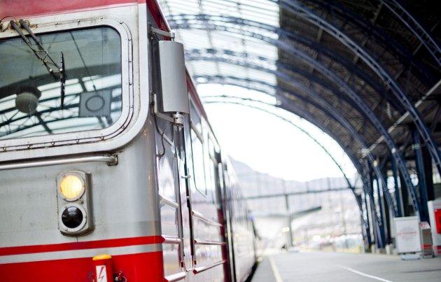Utbyggingen av jernbanen i Norge representerte i sin tid et nasjonalt krafttak for en ung nasjon. Nå er det snart slutt, i hvert fall for Statsbanen slik vi kjenner den, skriver Chris Tvedt. Han syns det er leit at jernbanedriften nå legges ut på anbud.