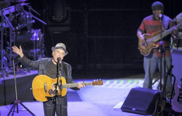 En strofe fra sangen «American Tune», og en handlekraftig danske, inspirerte Chris Tvedts spalte denne uken. Bildet er fra Simons konsert i Oslo Spektrum i 2012. ARKIVFOTO: Audun Braastad / NTB scanpix