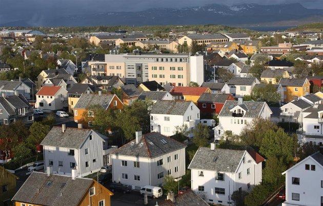 FRA EN TIL TO REGIONER? – En sammenslåing av Nordland og Troms vil etter all sannsynlighet innebære at Bodø mister statusen som fylkeshovedstad, skriver Rødt Nordland i innlegget. Foto: Nordland fylkeskommune