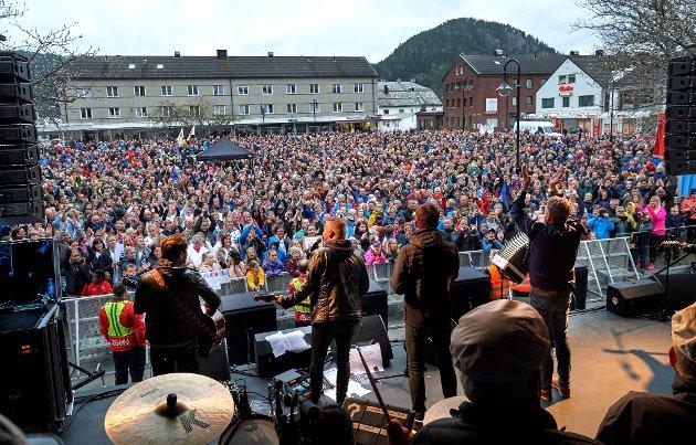 Dette bildet viser med all tydelighet hvor stor betydning Nord universitet har for namdalingene. De demonstrerte mot forslaget som ville ha utradert Namsos som. Nå satser universitetet på Namsos. Det fortjener de ros for.