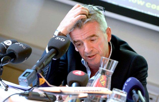 UBEREGNELIG: Først bekrefter Ryanairs Michael O'Leary at selskapet vurderer å fly fra Rygge igjen - så reiser han tvil om planen. Ringreven vet å skaffe seg flere veier ut av hiet.