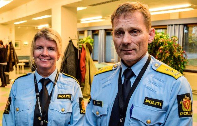 Politiets driftsleder for Innlandet Vest, Linn Hilde Fosso, og politimester Johan Brekke