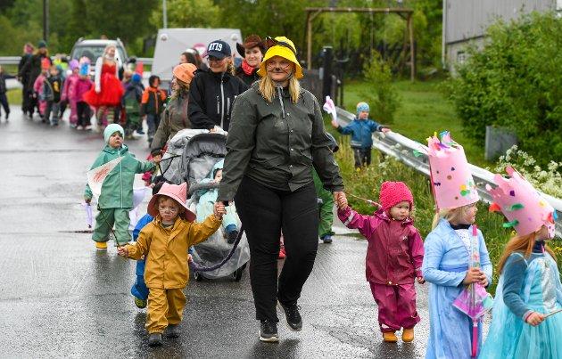 Englia barnehage med festivaltog.