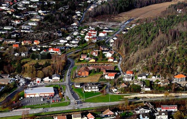 ATTRAKTIVT BOOMRÅDE: Flyfoto over Yven, Hannestad og riksvei 109.