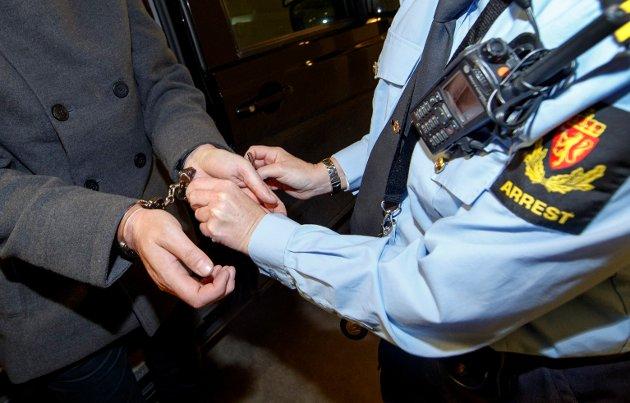 «I fremtiden ønsker jeg at vi tar et tydeligere standpunkt opp mot nulltoleranse fra storsamfunnet overfor kriminalitet i Norge. Men skal vi som samfunn få dette til, trenger vi flere politibetjenter i gatene, og vi trenger dem raskt», skriver Tom Henriksen, fylkesleder i PDK Viken, i dette innlegget. (Illustrasjonsfoto: Gorm Kallestad, NTB)