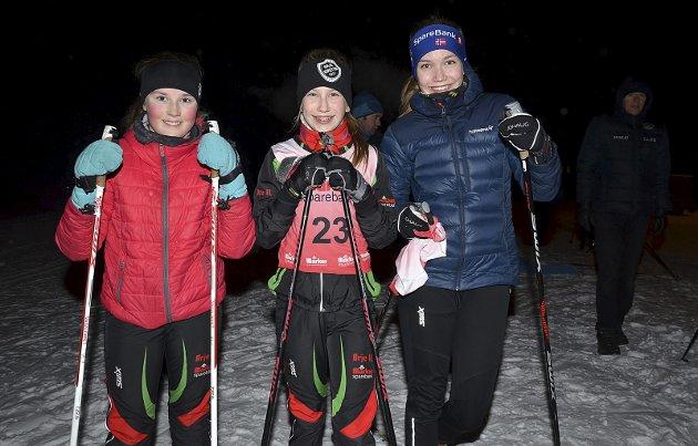 KALDT, MEN GREIT: - Det er kaldt, men ellers greit i dag, sier Tuva Fjeld (15, f.h.), Telma Fjeld (11) og Ada Brandsrud (11).