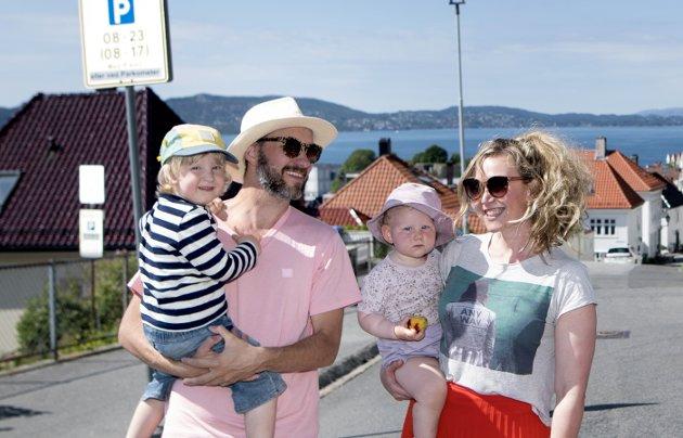 Innleggsforfatter Kristian Lindseth, her sammen med familien sin. ARKIVFOTO: Skjalg Ekeland