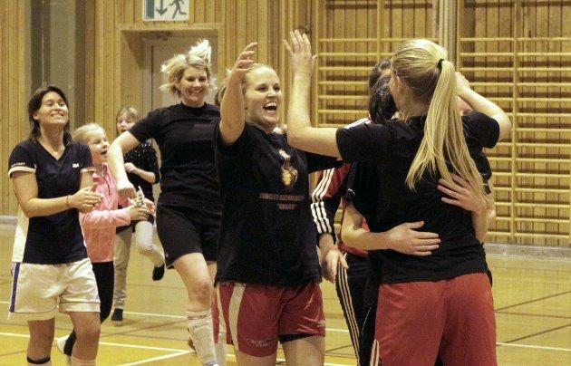 2013: Finale Kaffecupen damer der Ein god nummer to møtte Sisteplass og kampen endte 0-0. Etter straffekonk kunne jentene på Ein god nummer to smykke seg med tittelen nummer en.