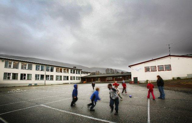 Innleggsforfatter Rune Birger Nilsen minnes sine to år på Tromsdalens skole på 1970-tallet.
