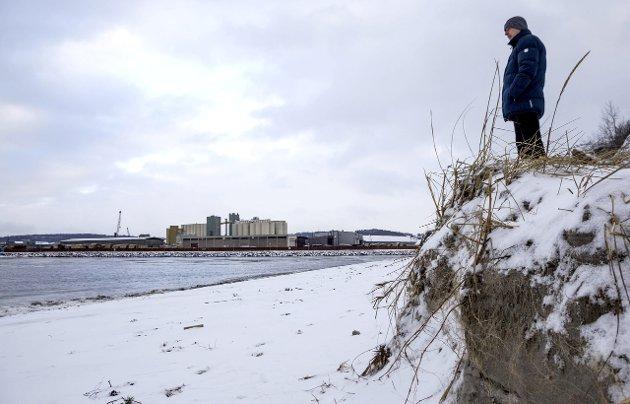 Dramatisk: Utgravingen som har skjedd av sandstranda på Hvittensand den senere tiden er dramatisk.Arkivfoto