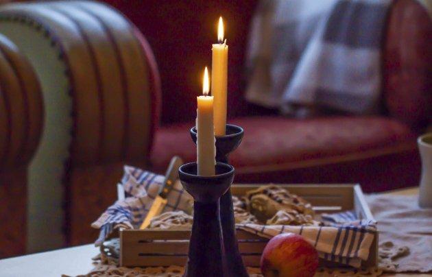 Morgenstund: Stearinlys på bordet for å gi den deilige hulefølelsen i høstværet. foto: Gro Raugland