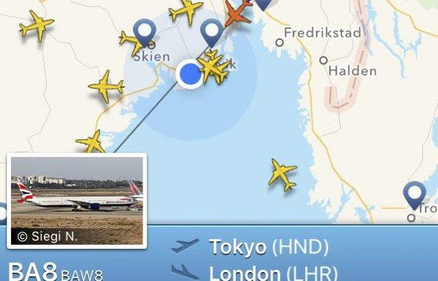 Midt i verden: Visste du at British Airways-flyet (rødt fly) fra Tokyo til London passerer rett over Larvik (blå prikk)?