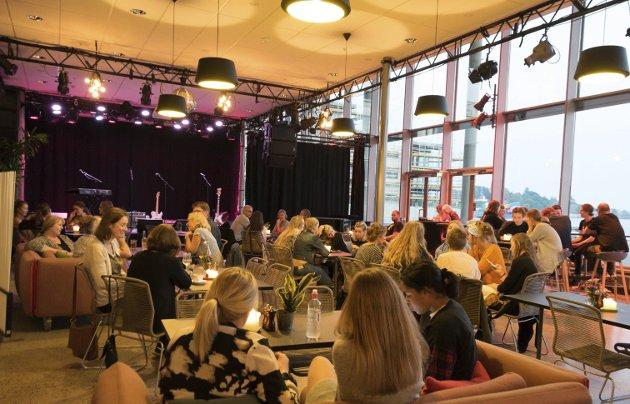Trivsel: En kveld på Sanden med god musikk og et nært møte med artister gir energi og glede.