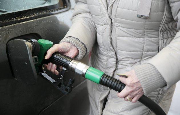 Avgift: Endringer i bensinprisen fra dag til dag er småtteri i forhold til avgiften fra staten.