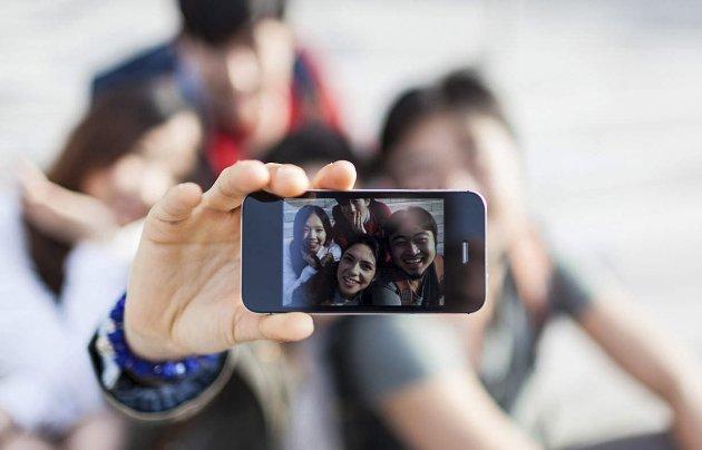 Bekreftelse: Selfier, med eller uten stang, og «likes» bekrefter at en eksisterer.