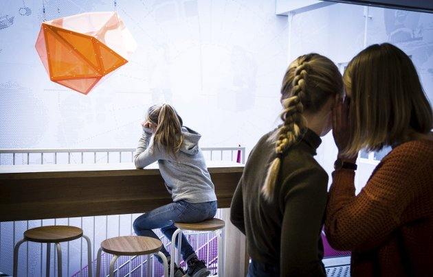TA KONTAKT: Man kan glede mange og lære mye av å ta kontakt med nye mennesker.arkivfoto