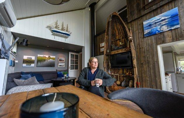 Lene Bech Høgli senker skuldrene når hun kommer på hytta. Her er hun og ektemannen Brigth, og deres tre barn så ofte de har mulighet. De har brukt flere år på å finne ut hvordan de skal ha det på hytta.