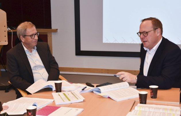 Budsjett: Vekst og utvikling er stadig hovedfokuset til assisterende rådmann Espen Hvalby og rådmann Jørn Strand, men i 2019 er velferd budsjettvinneren. Foto: Thomas Strandby